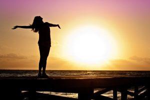 O sistema de meditação e exercícios de balanceamento de energia trazem bem estar e presença